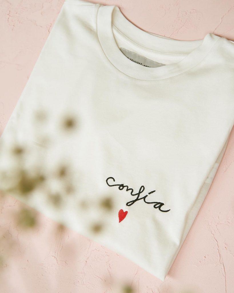 camiseta confia